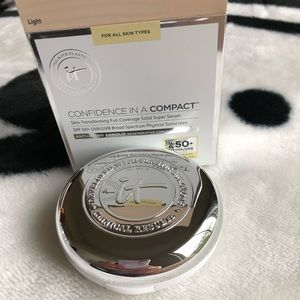 Other - NEW 🌟 IT COSMETICS CONFIDENCE IN A COMPACT